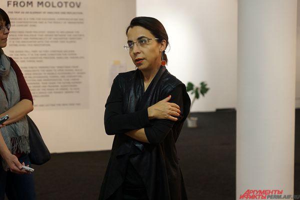 «Этой выставкой мы пытаемся продолжить разговор о важности уличной культуры для современного города. Я мечтала об Эскифе очень давно. Это величайший художник современности. Его интересует реальность простых горожан и обывателей, чем он очень примечателен», – отметила арт-директор Музея современного искусства PERMM Наиля Аллахвердиева.