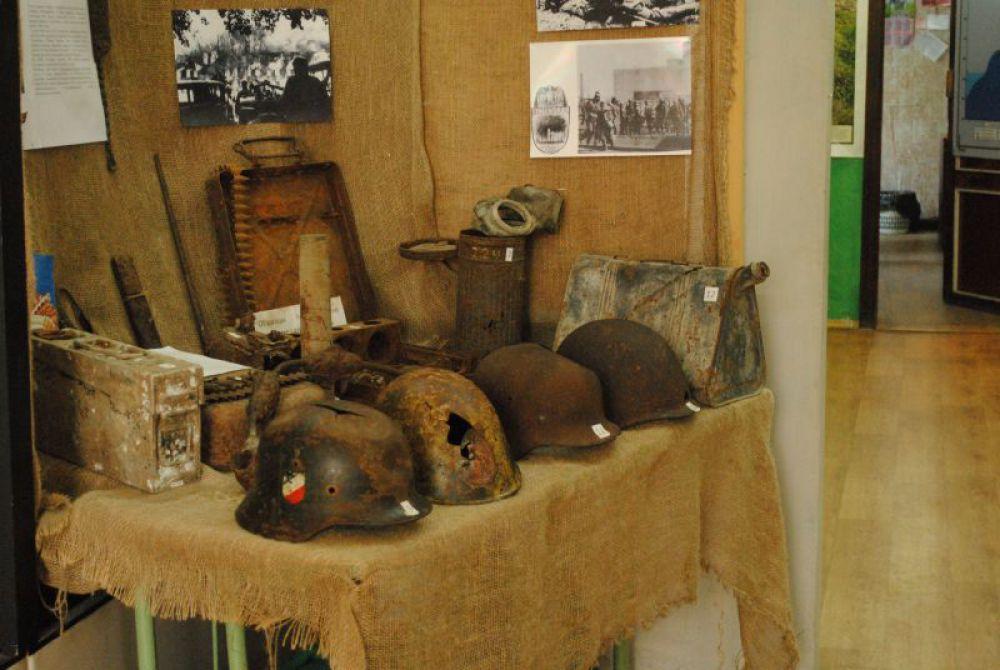 Есть даже история ХХ века - экспонаты, привезенные поисковиками из-под Волгограда.