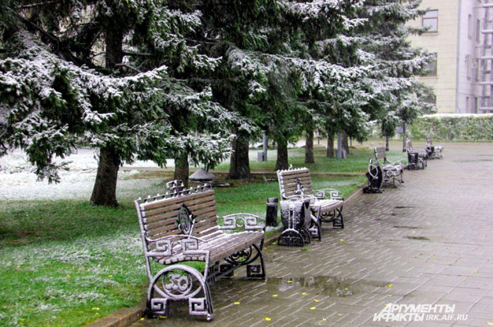 Сезон отдыха на скамейках можно считать закрытым.