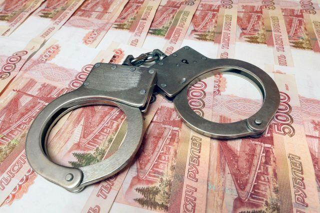 После получения взятки, чиновник был арестован.