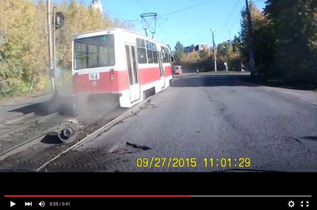 Трамвай стал разваливаться на полном ходу.