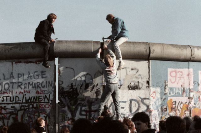 Пролом в Берлинской стене открыл путь к новому миру?