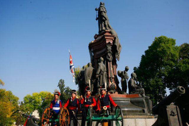Восстановление памятника екатерине 2 в краснодаре заказать памятники минск 23