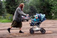 Пожилых людей и детей, тех, кто считается иждивенцами, трудоспособное население скоро не сможет прокормить.