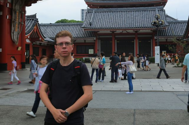 Евгений Славгородский у храма Асакуса в Токио.