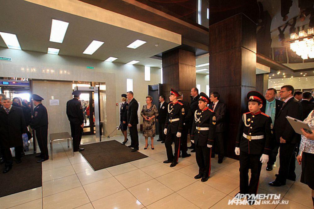 Инаугурация прошла в Музыкальном театре. Церемония встречи гостей была обставлена со всей торжественностью.