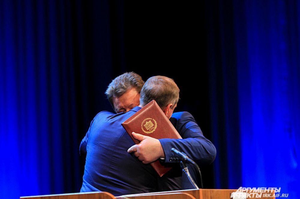 Затем началась череда поздравлений от однопартицев и бывших коллег по работе в Государственной думе.