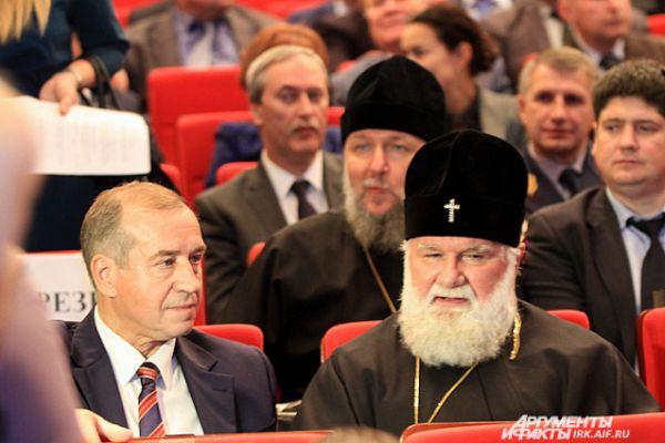 До начала церемонии Сергей Левченко оживленно беседовал с представителями правосланой церкви.