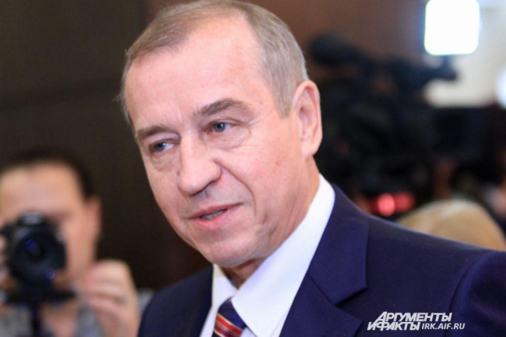 Сергей Левченко начал принимать поздравления еще до начала церемонии.