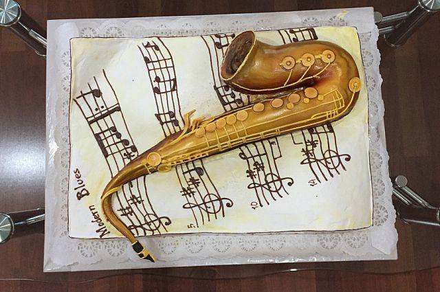 Для гостей фестиваля был приготовлен особенный торт.