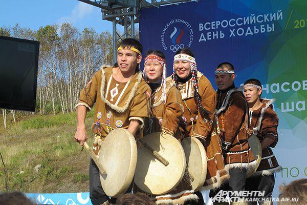 На праздничном концерте выступил молодежный национальный ансамбль «КОРИТЭВ».