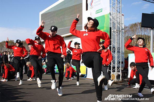 Праздничную атмосферу поддержал и танцевальный коллектив «Фортис».