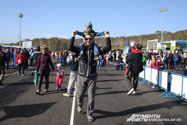 Затем ко дню ходьбы присоединились жители Владивостока, Хабаровска и других часовых поясов.