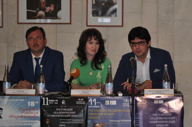 Валентин Урюпин на фото крайний справа.