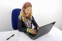 Инновационной техники в омских школах становится больше благодаря Сбербанку.
