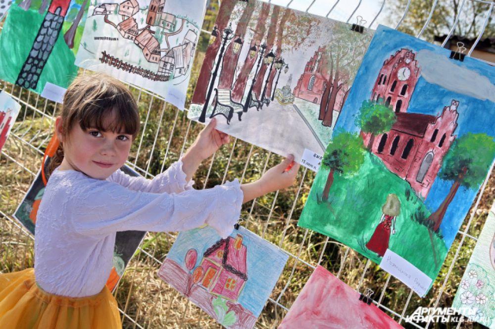 Конкурс рисунков на празднике во Владимирово-Тарау.