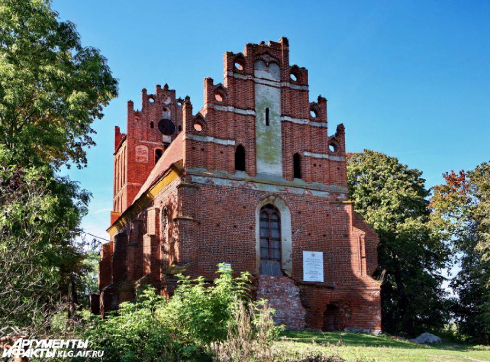 Во Владимирово сохранилась кирха, где служил пастором отец Анхен.