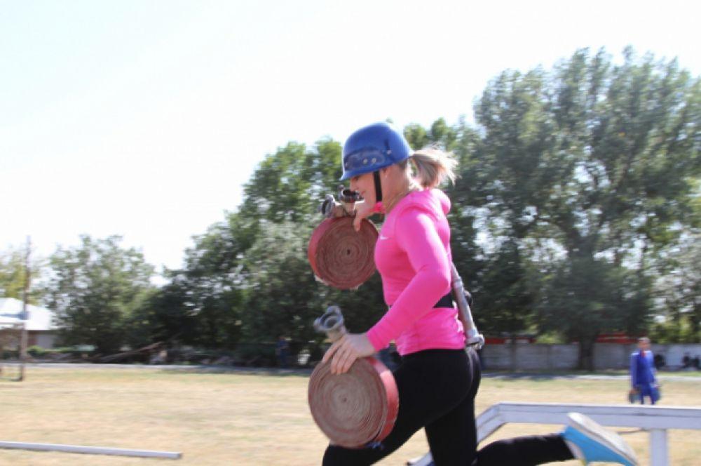 Участницы финала соревновались между собой в скорости, быстроте и ловкости.
