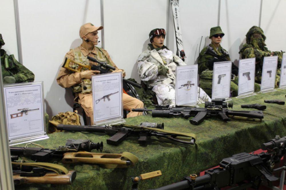 Экспозиция ЮВО, образцы вооружения и экипировки военнослужащих