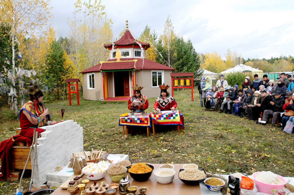По традиции, он проводится или на открытой площадке, или на крыше здания.
