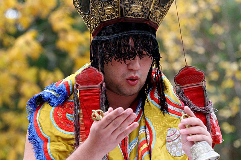 Ведущий церемонии называется мастером ритуала.