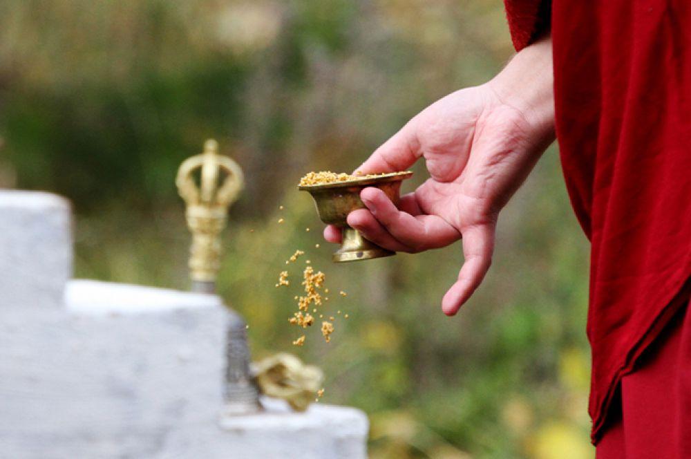 Каждый подарок символизирует своё благо, которым божества благодарят людей за радость одарения.