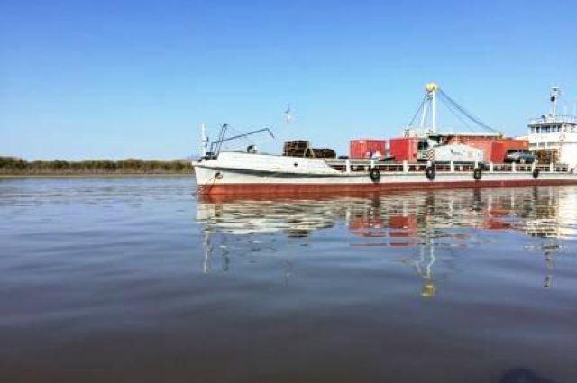 Сухогруз остался на плаву, а катер утонул