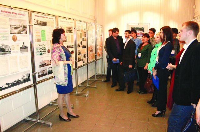 Молодым парламентариям провели экскурсию по горсовету.