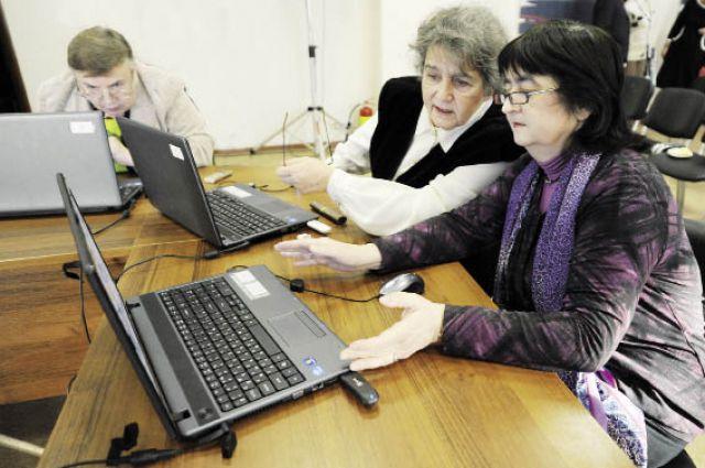 Осенью 410 пенсионеров будут осваивать компьютер.