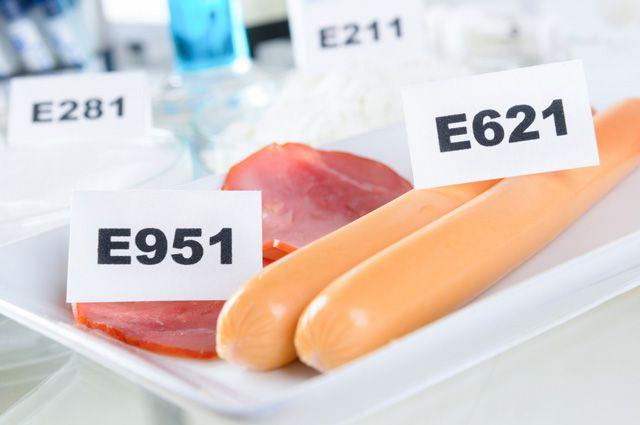 Какая химия лежит у нас в тарелках?