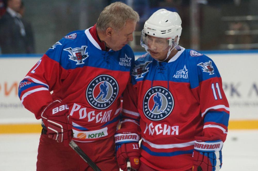 C председателем правления НХЛ Вячеславом Фетисовым.