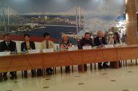 Во время пресс-конференции.
