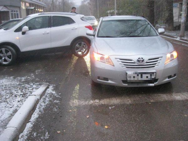 Фото с места аварии на ул. Карпинского в Перми