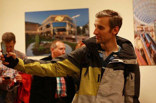 Редкая выставка обходится без внимания Евгения Иванова.