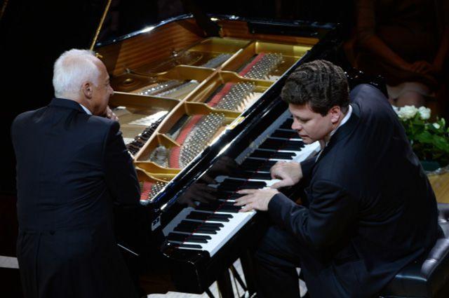 Пианист Денис Мацуев во время юбилейного концерта дирижера Владимира Спивакова.
