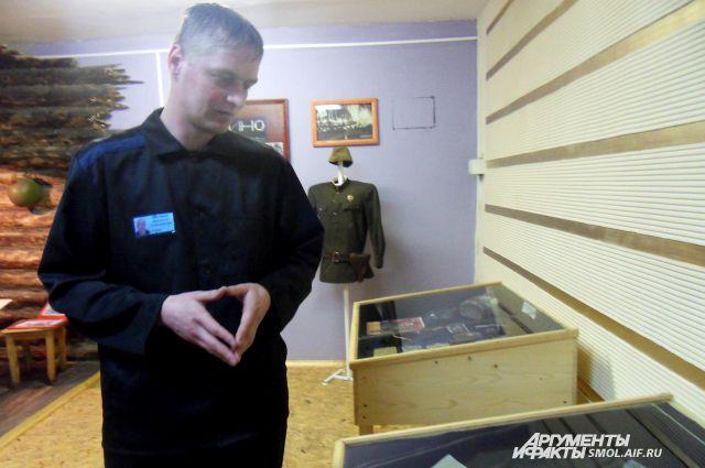 Владимир Шележов охотно рассказывает о своей коллекции.