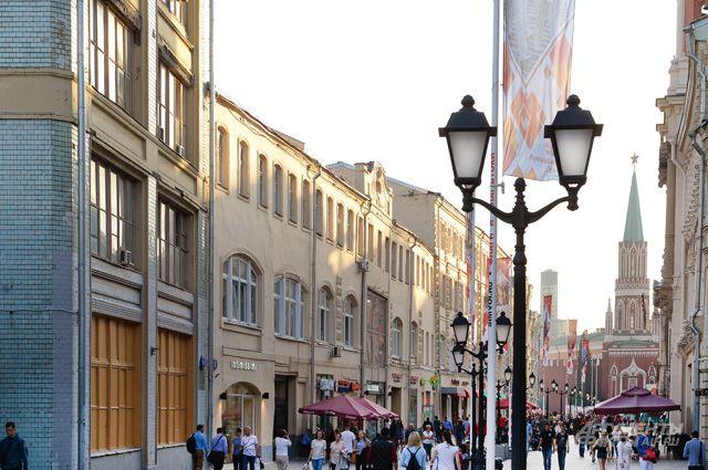 Никольская когда-то именовалась и Сретенской, и улицей 25 Октября... К счастью, сейчас ей вернули самое лучшее название, придуманное в середине XVI века.