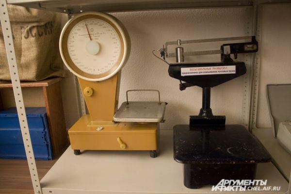 Весы для взвешивания писем и почтовых грузов.