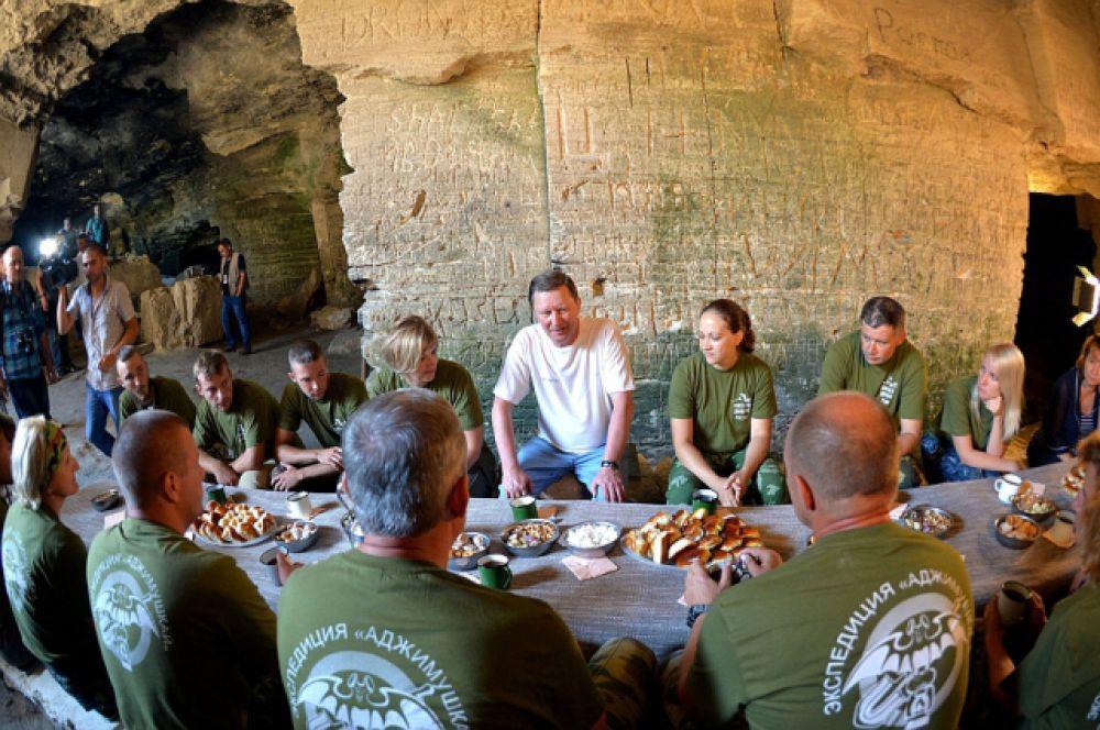 Руководитель Администрации Президента РФ пообщался с участниками экспедиции и подчеркнул важность их работы.