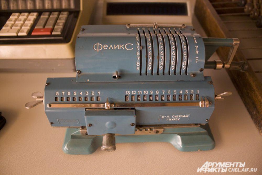 """""""Феликс"""" - ручная счетная машинка. Самый распространённый в СССР арифмометр."""