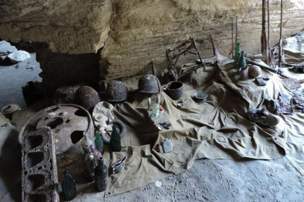 Во время экспедиции найден крупный склад боеприпасов: 576 миномеётных мин калибра 50 мм и около 20 ручных гранат разных типов, обнаруженный специалистами Восточно-Крымского центра восточнее горы Темирова.