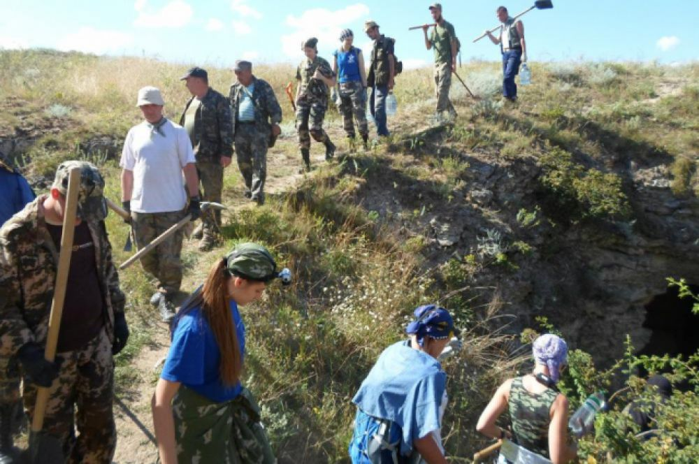 В июле-августе 2015 года 72 поисковика из 12 регионов страны приняли участие в крымской экспедиции «Аджимушкай – 2015».