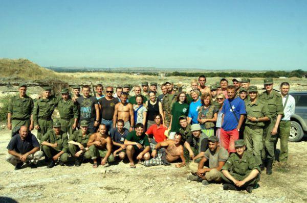 Общее фото членов поисковых клубов в Крыму, лето 2015.