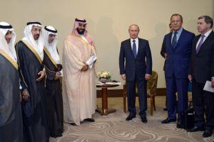 Владимир Путин и заместитель наследного принца, второй заместитель премьер-министра и министр обороны Саудовской Аравии Мухаммад ибн Салман Аль Сауд (четвертый слева) во время встречи в Сочи.