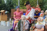 Пенсионеры Наталья и Михаил Репко известны рукодельными куклами.