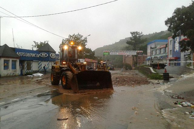 От тайфуна пострадали много приморских семей.
