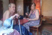 Семья Палкиных. Много лет Инна Прокофьевна ухаживает за больным мужем.