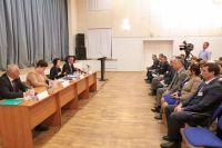 Наталья Комарова встречается с работниками администрации Урая.