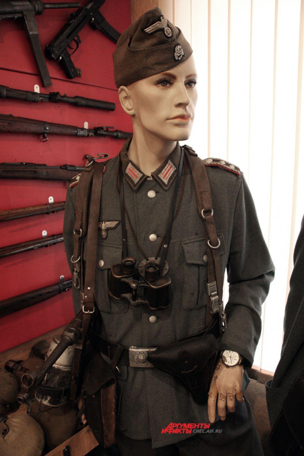 Обер фельдфебель полевой жандармерии в танковой пилотке