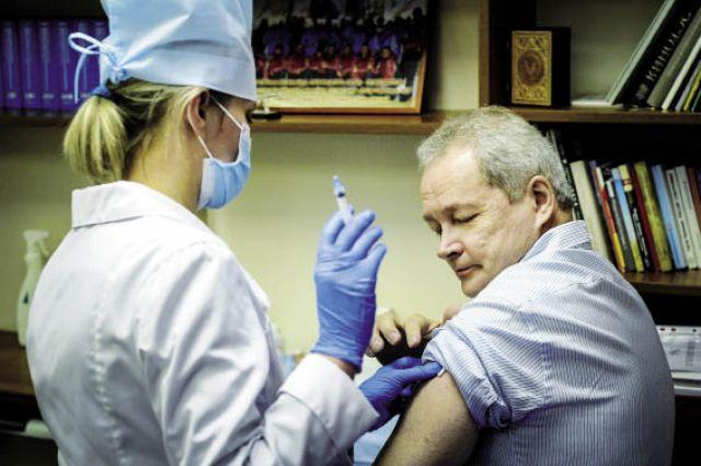 Одним из первых, кто поставил прививку от гриппа, стал Виктор Басаргин.